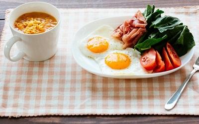 カフェの朝食セット
