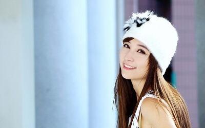 性格のいい笑顔の女性